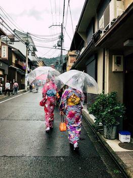 Touristinnen als Geisha verkleidet