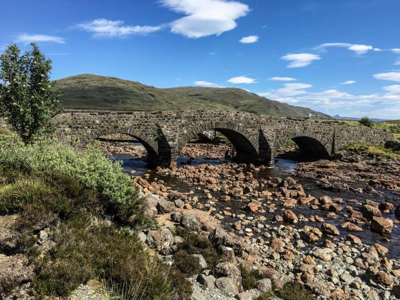 Sligachan Old Bridge eine charmante Steinbrücke