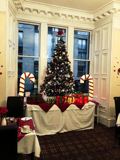 Weihnachtsdekoration in Edinburgh