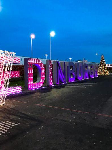 Weihnachtsdeko Flughafen Edinburgh
