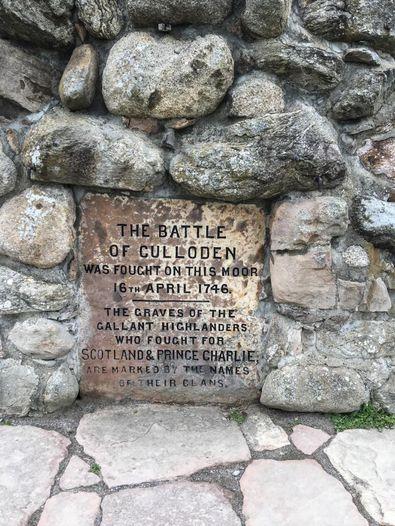 Gedenktafel auf Culloden Battlefield